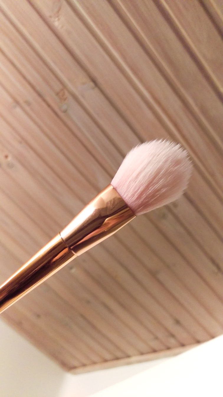 En helt ny ren makeupbørste